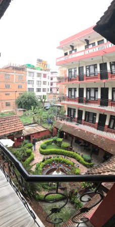 Thamel Eco Resort: Photos of the hotel courtyard & in-room bathroom