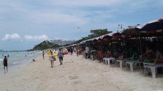 Ko Lan, Thailand: Чистый мелкий песок