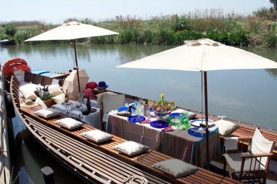 Almuerzo En Barca Con Paseo Por La Albufera Picture Of Restaurante Nou Raco El Palmar Tripadvisor