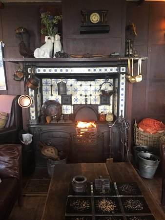 Balmedie, UK: Fireplace in the bar