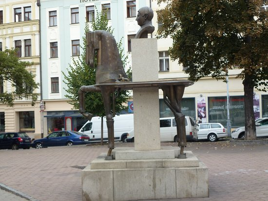 ‪The Statue of Jaroslav Hasek by Karel Nepras and Karolina Neprasova‬