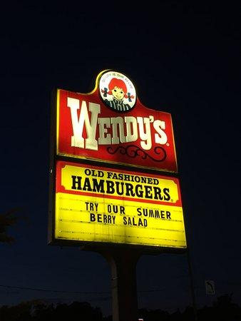 Clarks Summit, PA: sono stato da Wendy's mentre andavo alle Niagara Falls. Parcheggio ampio, servizio veloce, bagni