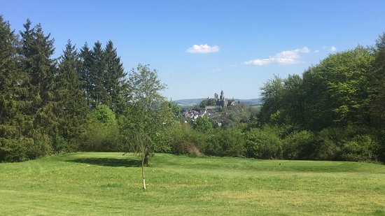 """Braunfels, ألمانيا: """"Signaturehole"""" - Blick auf Schloss Braunfels"""