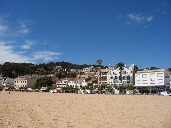 Platja Gran: vista del paese dalla spiaggia