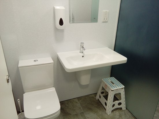 Old Hall Caravan Park: Toilet and Sink in new bathroom facility
