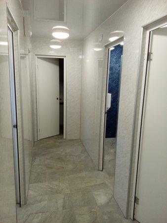 Carnforth, UK: Entrance to individual bathrooms in toilet block