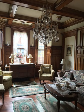Spruce Hill Manor : photo1.jpg
