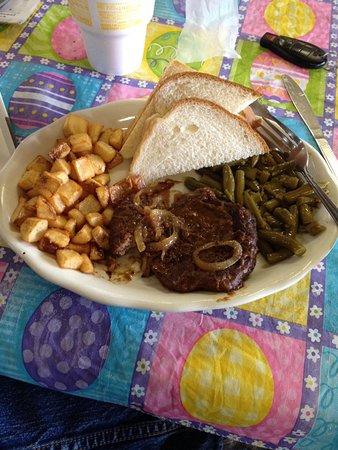 Cherryville, MO: Another good $5.95 lunch special prepared by Quanita at Bowers and Cottrel!  Delicous!