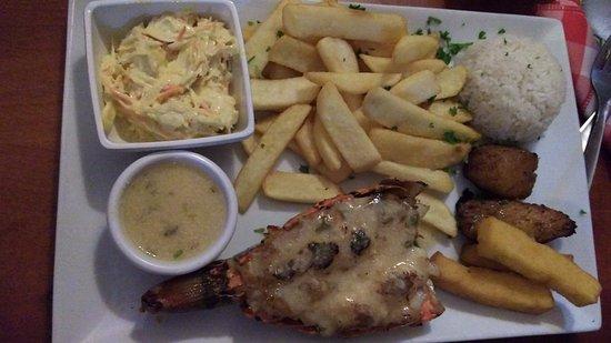 Red Fish: Filé de lagosta sem gosto, saladinha gostosinha, molho de alho sem graça, bata cozida em óleo