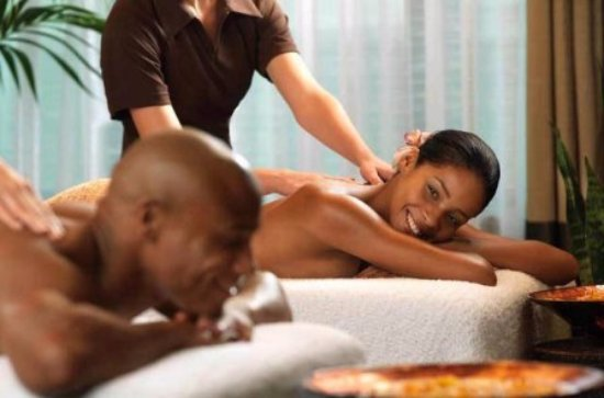 Schoemansville, South Africa: Our qualified Massage Therapists offer in-room massage treatments.