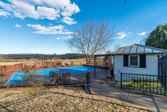 Remington, VA: Pool available to inn guests only