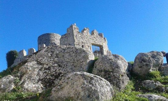 Tolfa, İtalya: La salita alla rocca