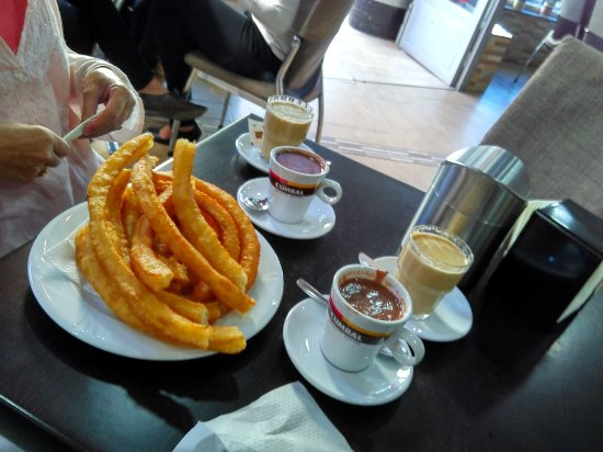 Dúrcal, España: Hot Chocolate and freshly cooked Churros. Wonderfull breakfast.