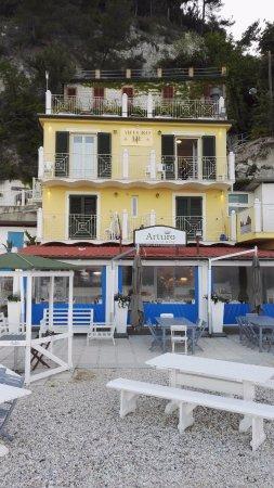 Ristorante Arturo Cucina di Mare: Vista dalla spiaggia