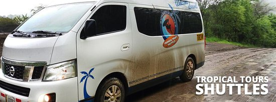Montezuma, Costa Rica: Shuttle bus at Santa Teresa on a rainy day on its way to Nosara in Guanacaste