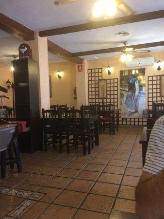 Cunit, Spanien: En la tarde está bn de instalaciones la atención es buena y la comida la sirven en tiempo consid
