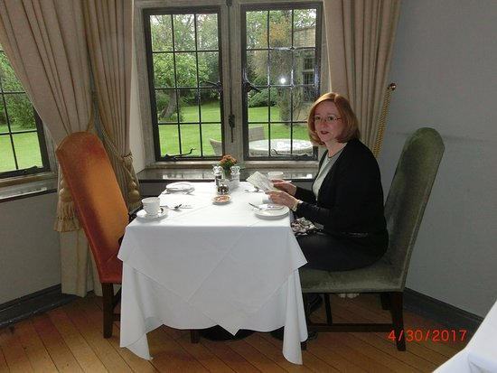 The Hare and Hounds Hotel: My girlfriend, having breakfast in the dining room.