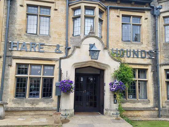 The Hare and Hounds Hotel: The beautiful front entrance.