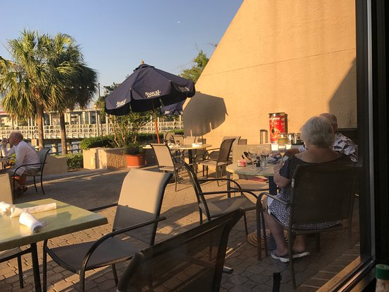 The outdoor dining picture of scott 39 s fish market for Fish restaurant hilton head