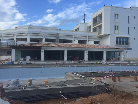 Vale do Lobo, Portugal: The pool & breakfast dining area!