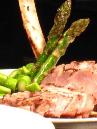 Oak Harbor, WA: Rib steak with asparagus and potatoes
