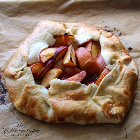 Canandaigua, NY: Rustic Peach Pie Day.