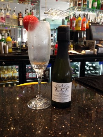Greenock, UK: Perfectly chilled prosecco