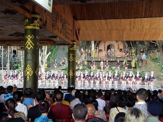 Baoting County, China: メインイベントともいえるショーはぜひ見たいところ。チケットもセットになっています。