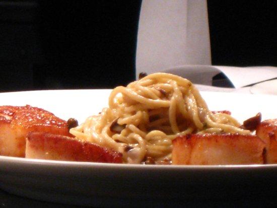 Oak Harbor, WA: Seared Scallops with house made pasta