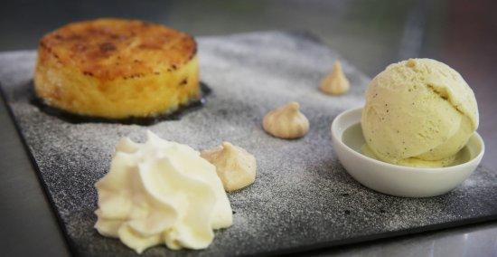 Saint Die des Vosges, France: Crème Brûlée à la Vanille Bourbon, Meringue Française Maison, Crème Glacée Vanille.