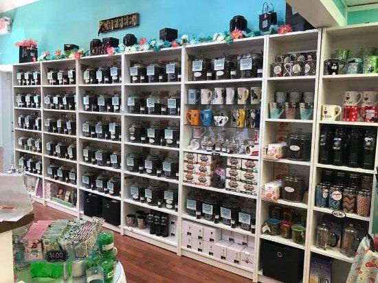 Lititz, Pensilvanya: Coffee Wall..Over 70 flavors! Decaf too!