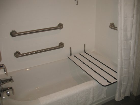 Maryland Heights, MO: Multiple grab bars - 5 in all.