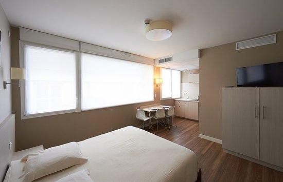 Park Hôtel : Studio 2 pers ,kitchenette, micro-ondes, plaques chauffantes, table de repas favicon-Park-