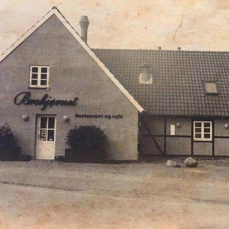 Karrebaeksminde, Danimarka: Brohjørnet
