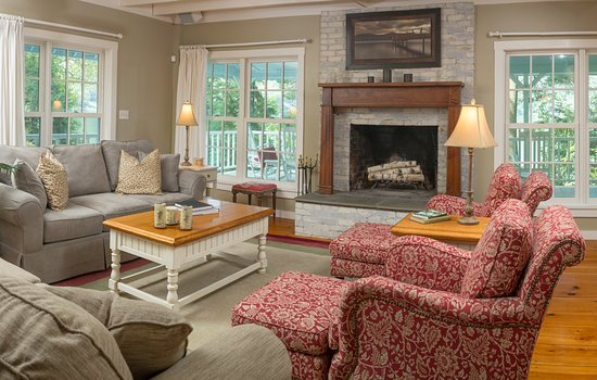 Fairlee, VT: Wapanachee Cottage - Living Room