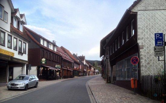 Altenau, Niemcy: Promenaden från centrum till pensionatet Villa Kassandra, ett par hundra meter.