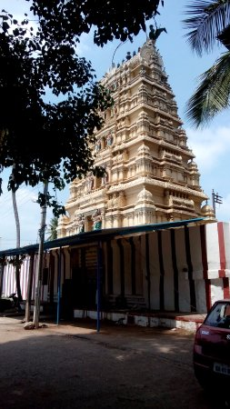 Madduru, India: The temple raja gopuram