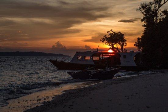 Bangka Island, Indonésie : Spectacular Sulawesi sunset.