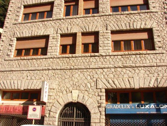 Sant Julia de Loria, Andorra: Нижняя часть фасада