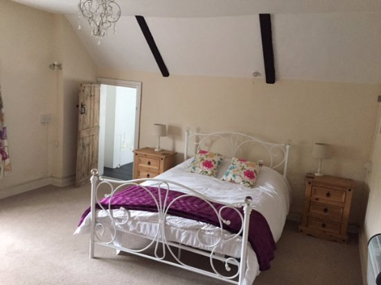 Saxmundham, UK: 6 rooms available.