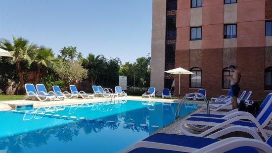 garten mit pool - picture of hotel relax marrakech, marrakech, Gartenarbeit ideen