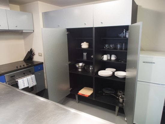 Stay at St Pauls: The kitchen of plenty. Even a dish washer and good knives.