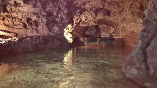 Sao Vicente Caves &  Volcanism Centre: uno de los túneles