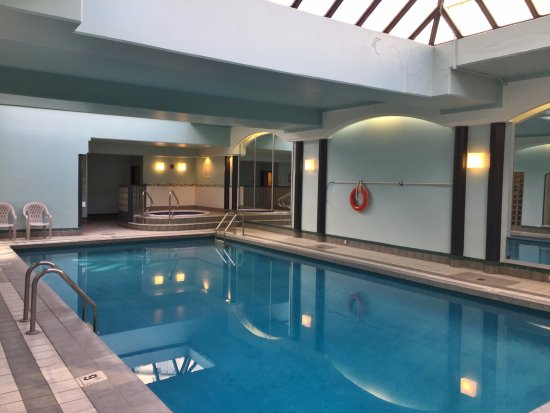 Chateau Victoria Hotel and Suites: Indoor Pool & Spa