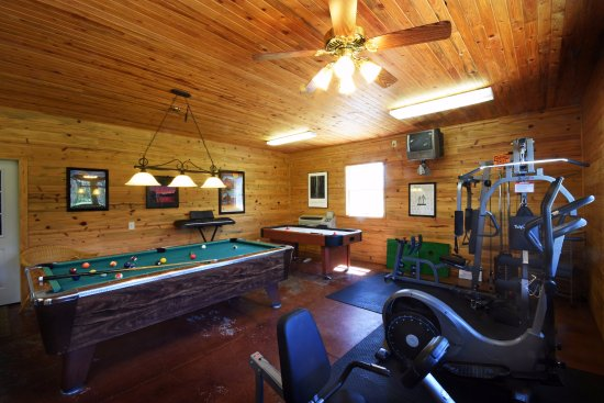 Columbia Falls, MT: Game room, with full kitchen and laundry