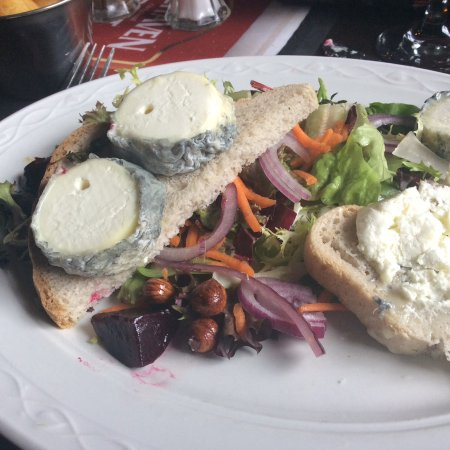 Thornhill, UK: The gluten free warm goat's cheese salad.