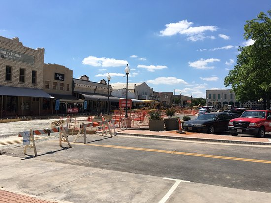 Granbury Town Square: Downtown - some construction going on (May 2017)