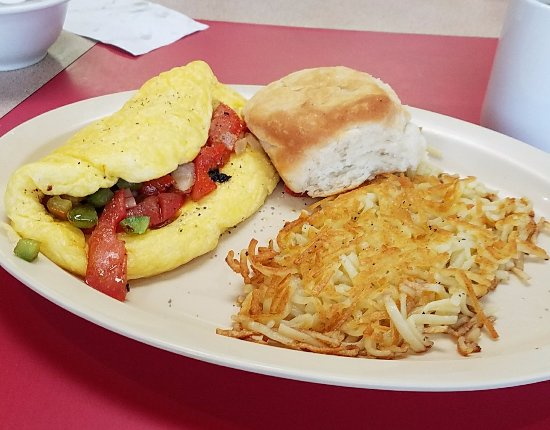 แทลลาพูซา, จอร์เจีย: Fluffy western omelette made with fresh ingredients, hash brown and homemade biscuit...it was yu
