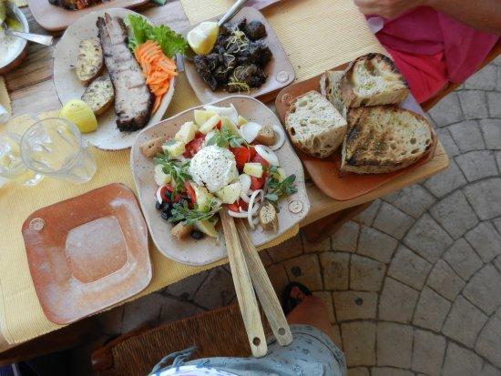 Kaliviani, Grecia: La tavola imbandita