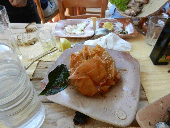 Kaliviani, Grecia: Agnello in crosta di pasta fillo